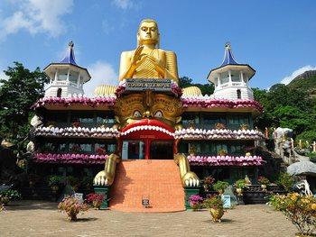 Пещерный храм Дамбулла на Шри-Ланке
