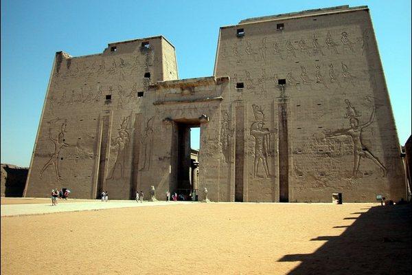 Храм в Эдфу