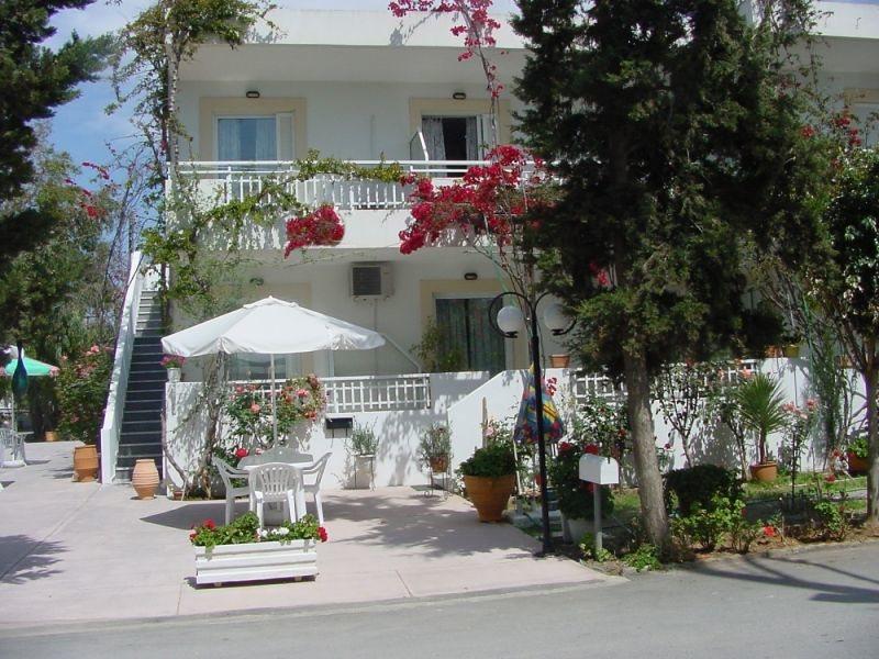 Bella Casita Family Apartments 100665