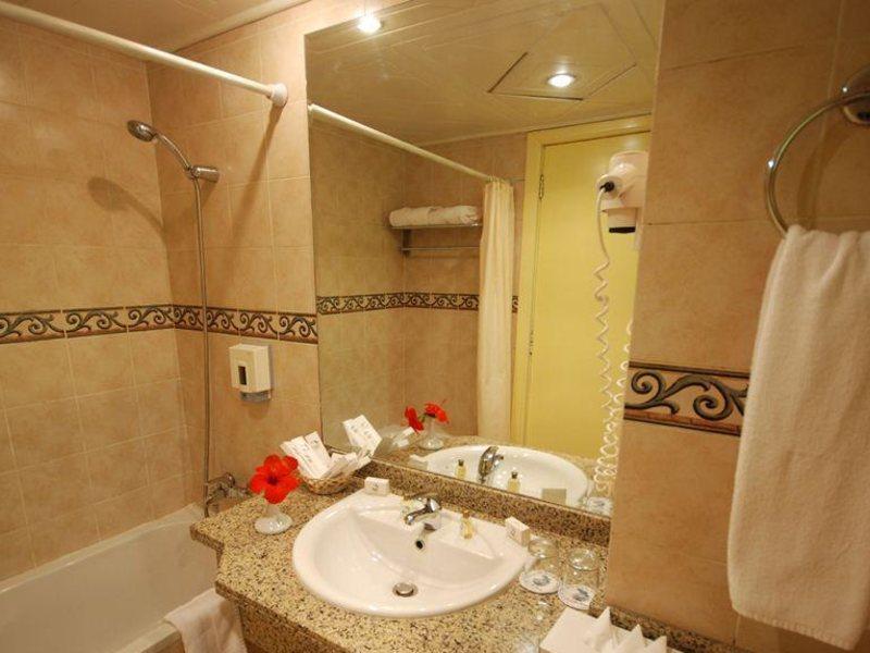 Dive Inn Resort  36490