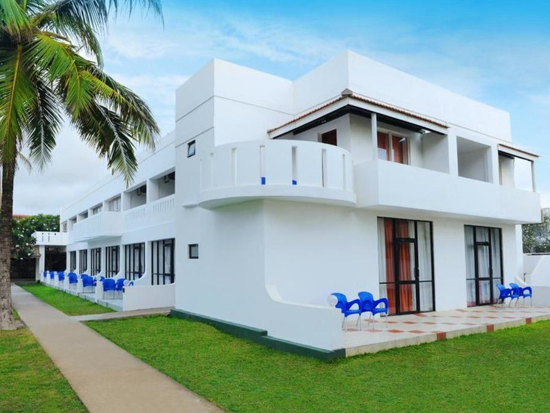 Golden Star Beach Hotel  107571