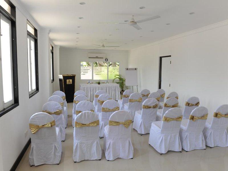 Golden Star Beach Hotel  107572
