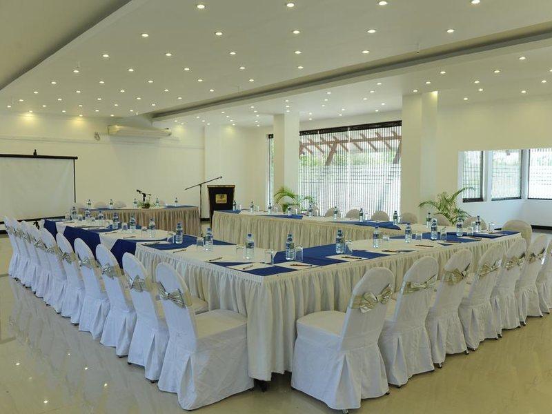Golden Star Beach Hotel  107574