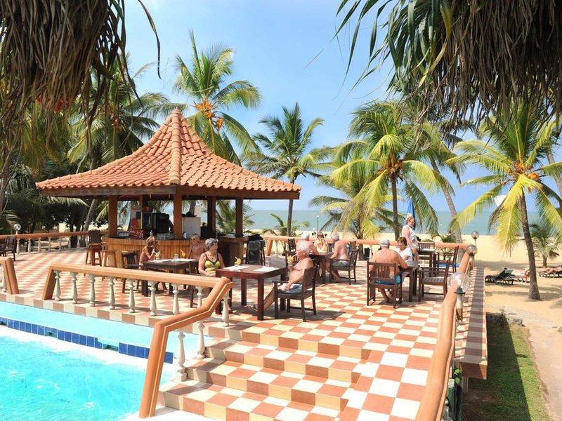 Golden Star Beach Hotel  107589