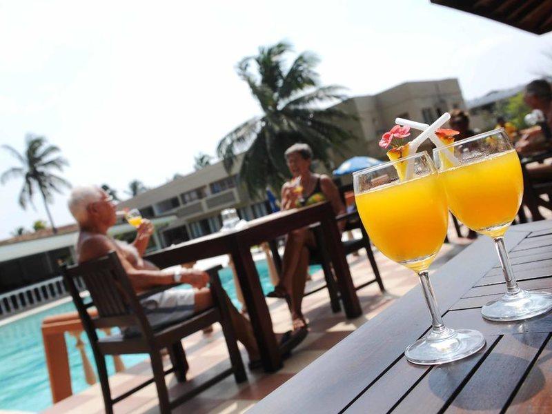 Golden Star Beach Hotel  107590