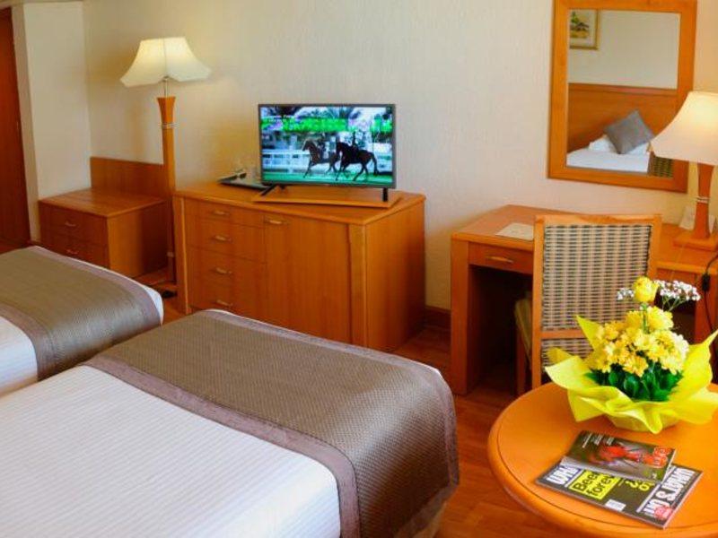 Lou Lou A Beach Resort 118022