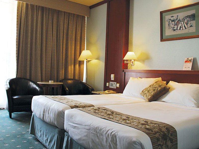 Sharjah Grand Hotel (ex 46618